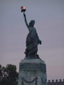 statue-harbour